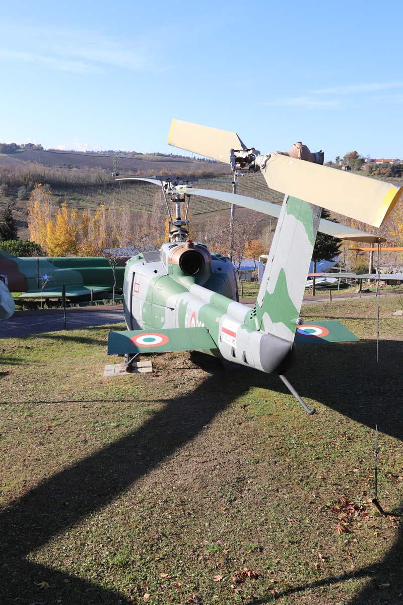 Elicottero 205 : Agusta bell a b museo aviazione